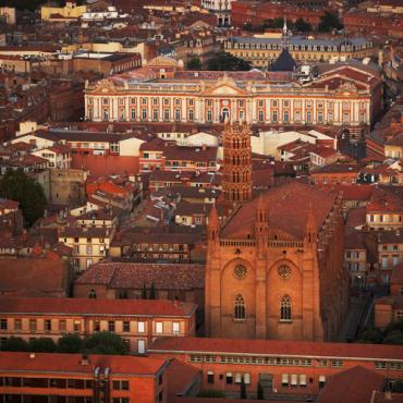 Toulouse vue aérienne Capitole - Dominique VIET - CRT Occitanie