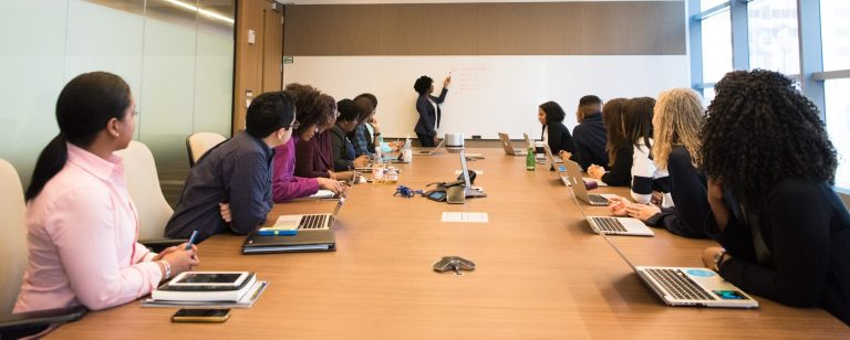 Conférence webinaire présentation formation équipe pexels-christina-morillo